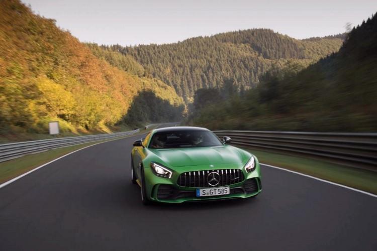 به ادعای مرسدس بنز سریعترین خودروی پیست نوربرگ رینگ به مدل AMG GT R این کمپانی تعلق می گیرد