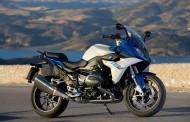 نگاهی به موتور سیکلت BMW R1200RS ؛ موتوری هم قیمت با هیوندای سوناتا و گلف ۲۰۱۶ + ویدئو