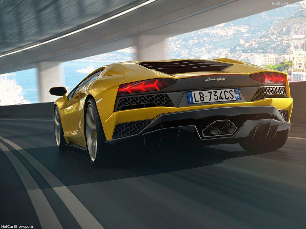 خودروی اسپرت لامبورگینی آونتادور S Lamborghini-Aventador_S (5)