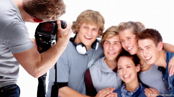 آموزش عکاسی (۷): شیوههای درست دست گرفتن دوربین